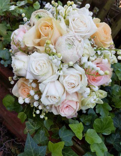 Brautstrauß aus Rosen und Maiglöckchen