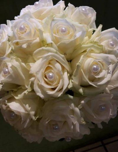Brautstrauß mit Perlenbesatz