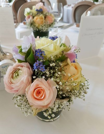 Romantischer Tischstrauß in Pastell