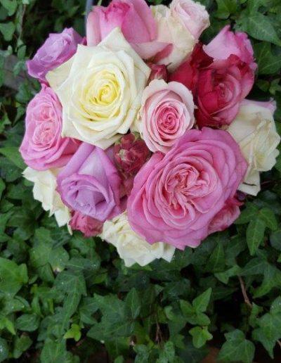 Brautstrauß aus zartgelben und pinkroten Rosen