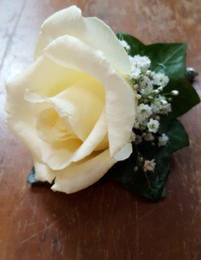Ansteck-Bouquet in weiß